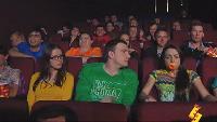 Даёшь молодёжь! Молодая семья Валера и Таня Соска в кинотеатре